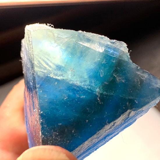 福建省の青い蛍石チップ/きらら舎